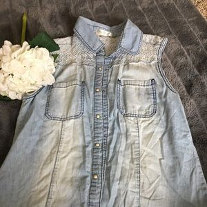 Jean Vest with threaded white accents